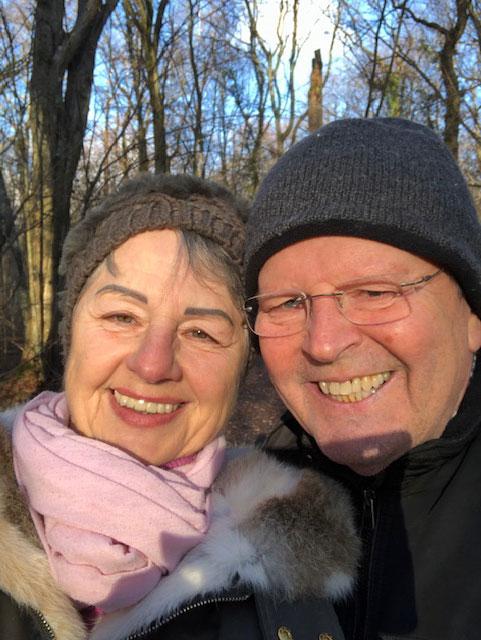 Ingrid und Charly beim Waldspaziergang